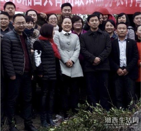 省团委书记汤立斌(左四)来罗马生物科技有限公司调研